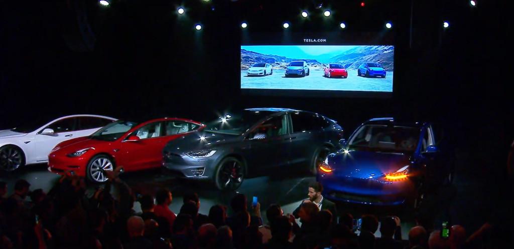 Tesla Model Y ved siden af deres Model X og model 3